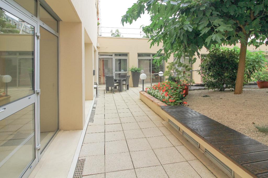 Vente appartement Lyon 6ème 350000€ - Photo 2