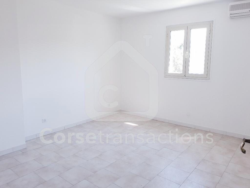 Agence immobilière Ajaccio CORSE TRANSACTIONS  Maison T3  duplex 80 m2 entièrement rénovée avec jardin SARROLA CARCOPINO