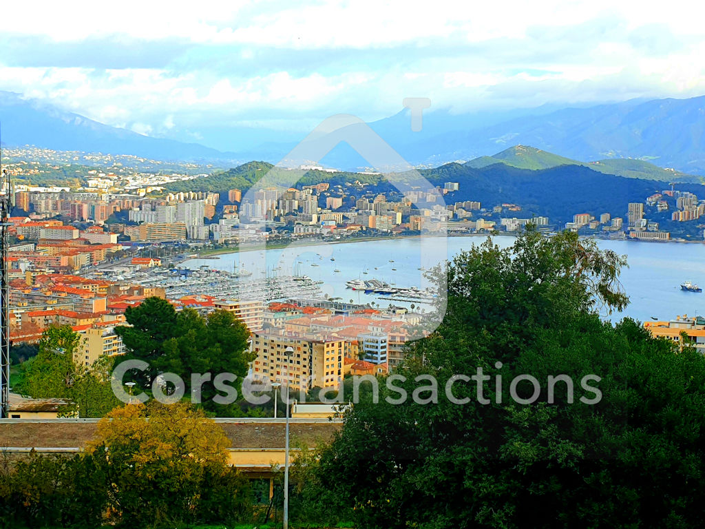 Agence immobilière Ajaccio CORSE TRANSACTIONS  Exclusivité studio Salario avec grande terrasse et parking