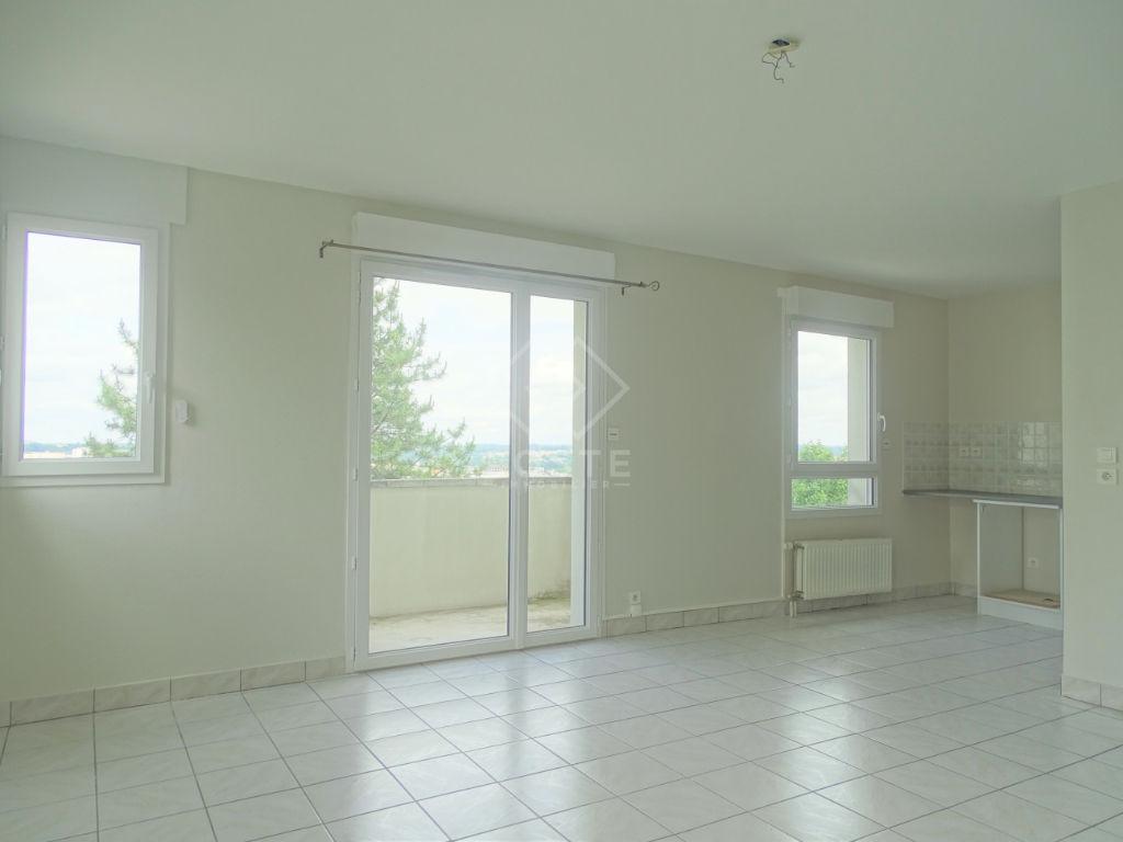photo de MONTJOVIS, Appartement entièrement rénové, 3 pièce(s) 60.5 m2 avec balcon et parking !