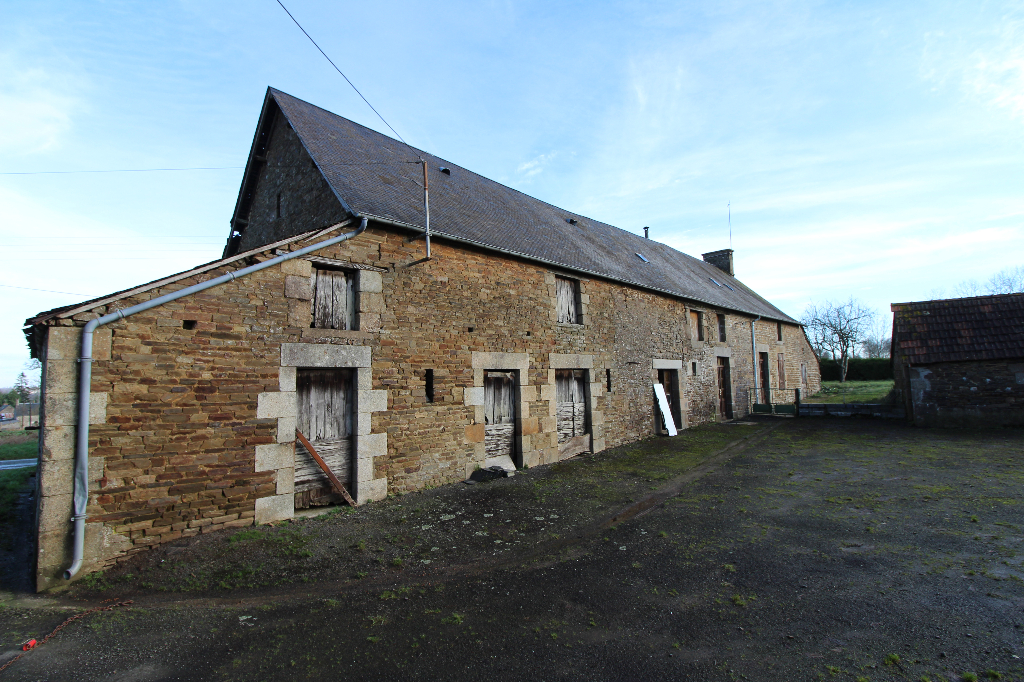 Great potential for this longere house