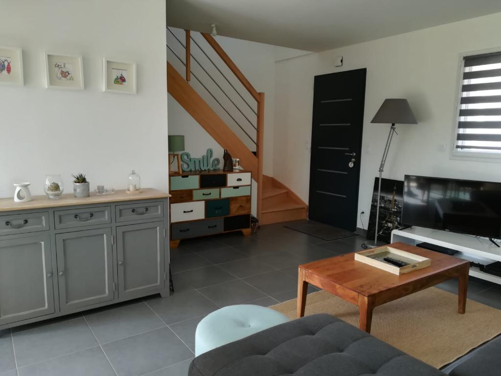 Maison Montreuil juigne