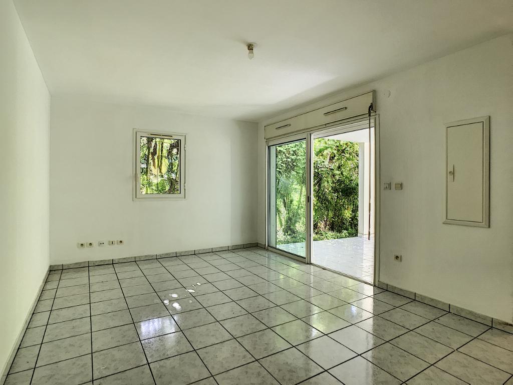 Rental apartment Saint pierre 520€ CC - Picture 1