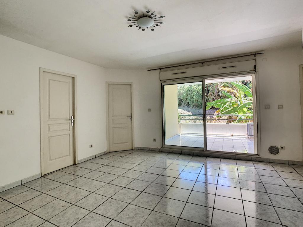 Rental apartment Saint pierre 601€ CC - Picture 1