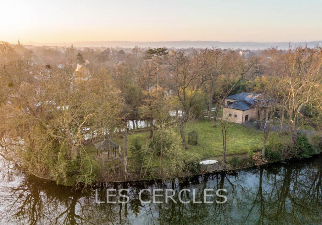 Agence immobilière Le Vésinet - Ile privée de 3 280 m² - LE VESINET