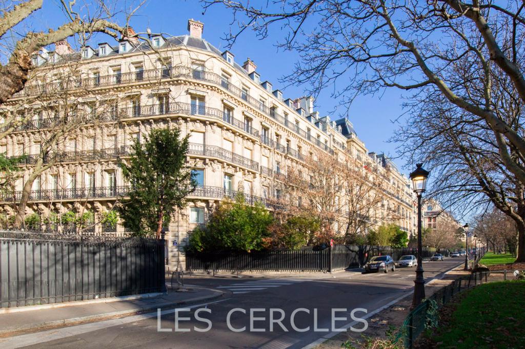 Agence immobilière Le Vésinet - Vente en Viager - Appartement 8 pièces de 278 m² plus un studio de 15 m² - PARIS