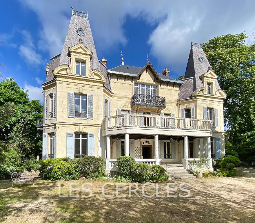 Agence immobilière Le Vésinet - Demeure d'exception 13 pièces de 430 m² - LE VESINET