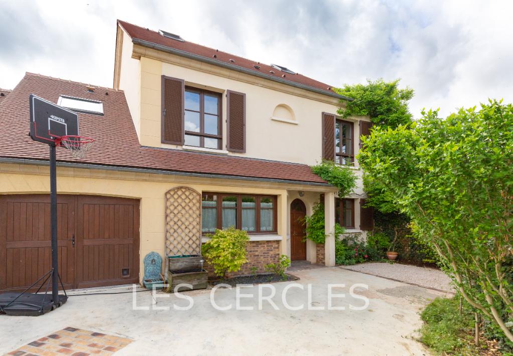 Agence immobilière Le Vésinet - Maison 9 pièces de 230 m² - POISSY