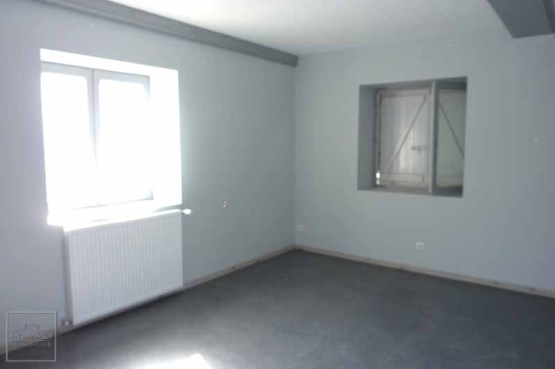 Commerce LISSIEU  85 m²