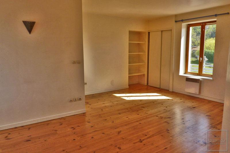 Rental apartment Civrieux d'azergues 700€ CC - Picture 1