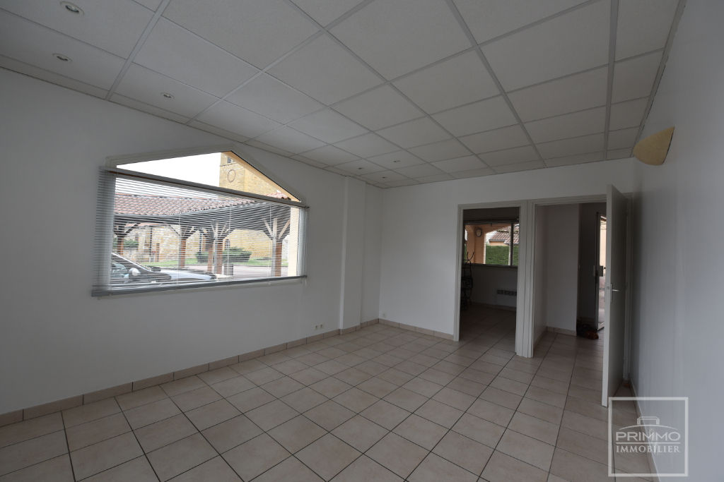 Location local commercial Lissieu 520€ CC - Photo 1