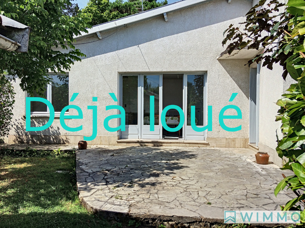 photo de Villa avec terrasses et jardin meublée