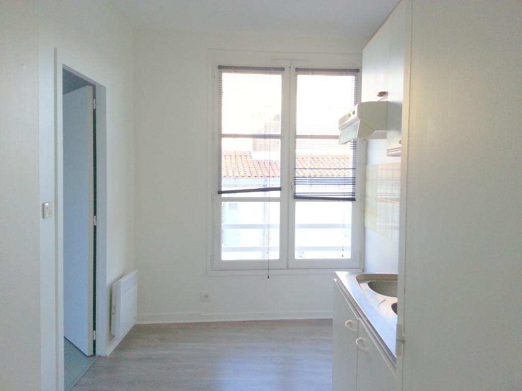 Location appartement La rochelle 810€ CC - Photo 2