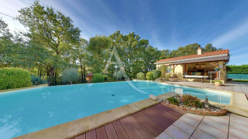Spacieuse Villa 7 pièce(s) 185m2 - Parcelle 2500m² avec piscine