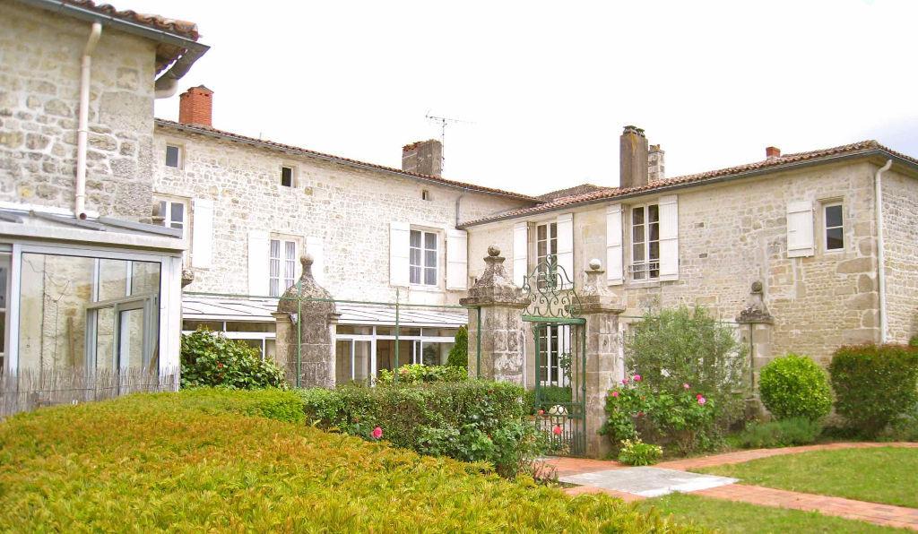Maison fontenay le comte fontenay le comte 85200 - Garage fontenay le comte ...