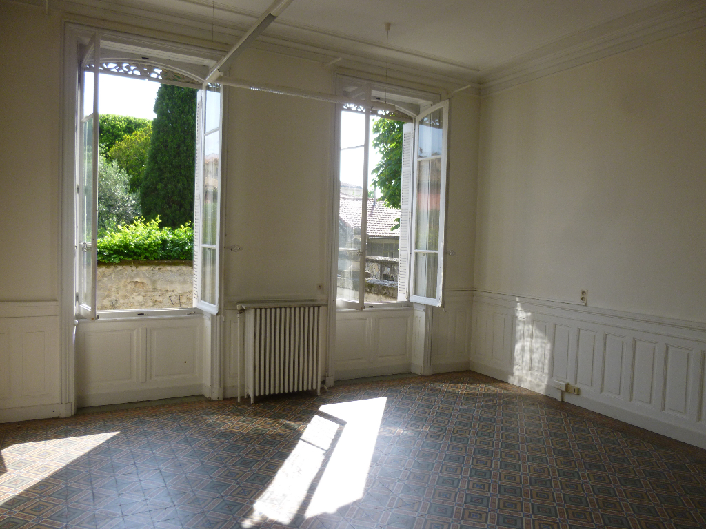 Rental apartment Nimes 3400€ CC - Picture 1