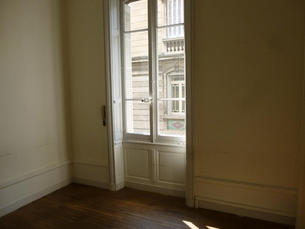 Rental apartment Nimes 3400€ CC - Picture 2