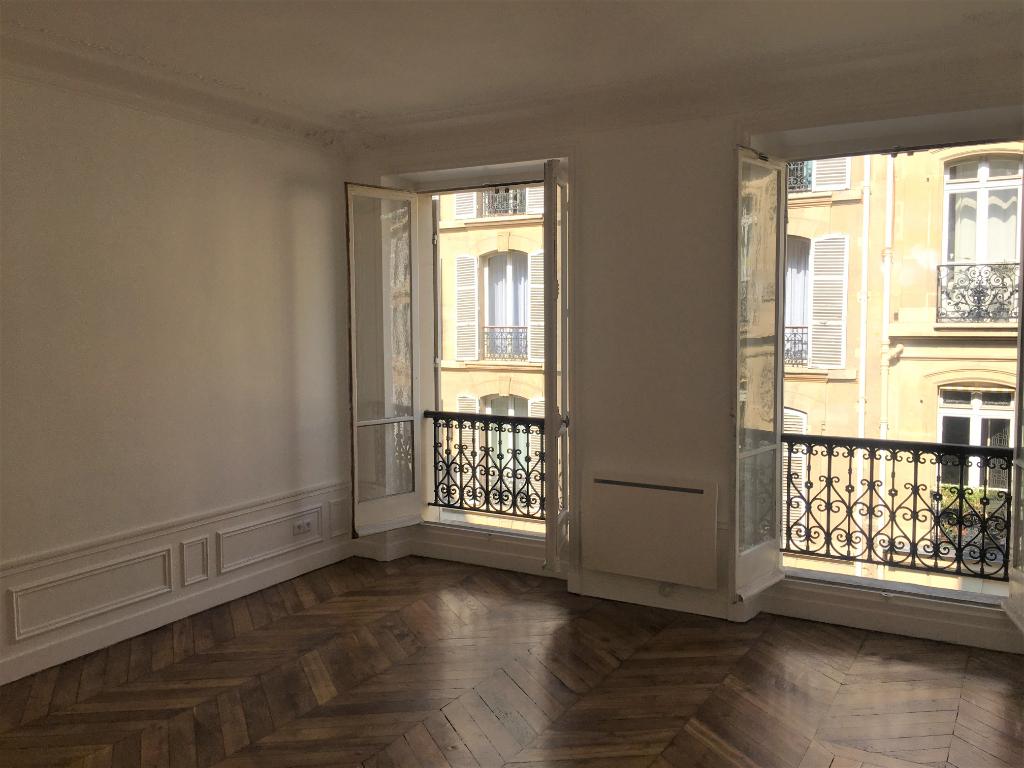 photo de 75008 Paris - Métro Villiers / 4 pièces