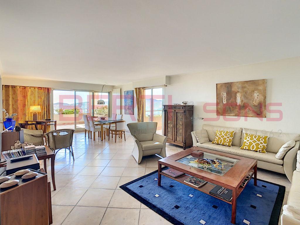 Sale apartment Mandelieu la napoule 789000€ - Picture 2