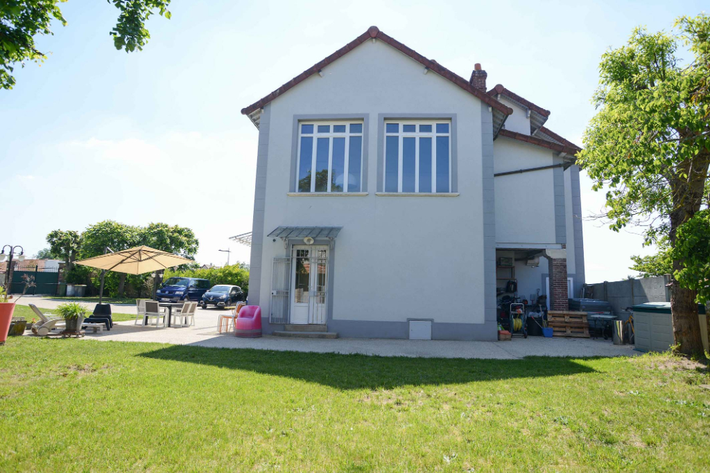 Sale house / villa Freneuse 540000€ - Picture 2