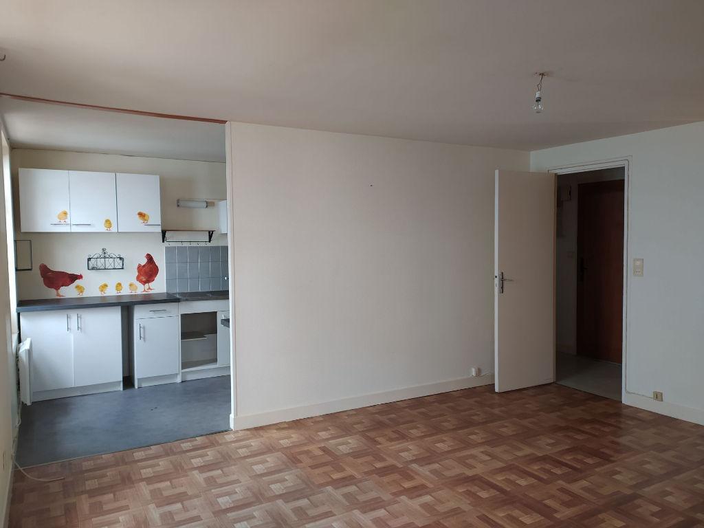 r f 5128 appartement en duplex centre ville quartier calme. Black Bedroom Furniture Sets. Home Design Ideas
