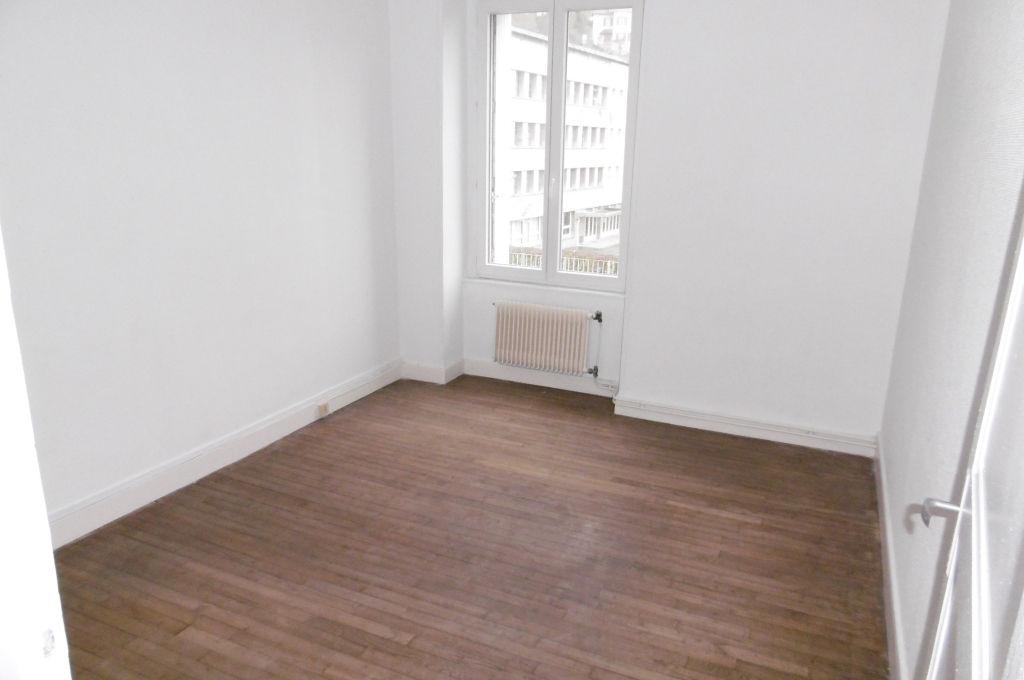 appartement centre ville aubusson double vitrage chauffage gaz de ville aubusson 23200. Black Bedroom Furniture Sets. Home Design Ideas