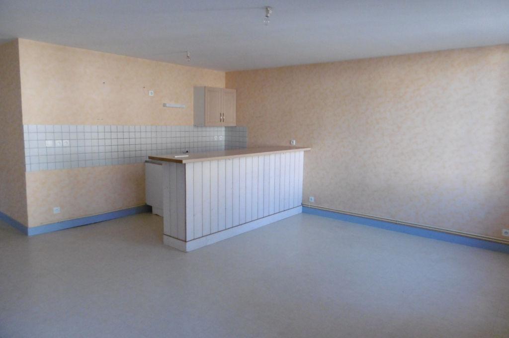 Appartement F3 ,  centre ville Aubusson, grand séjour 30 m2