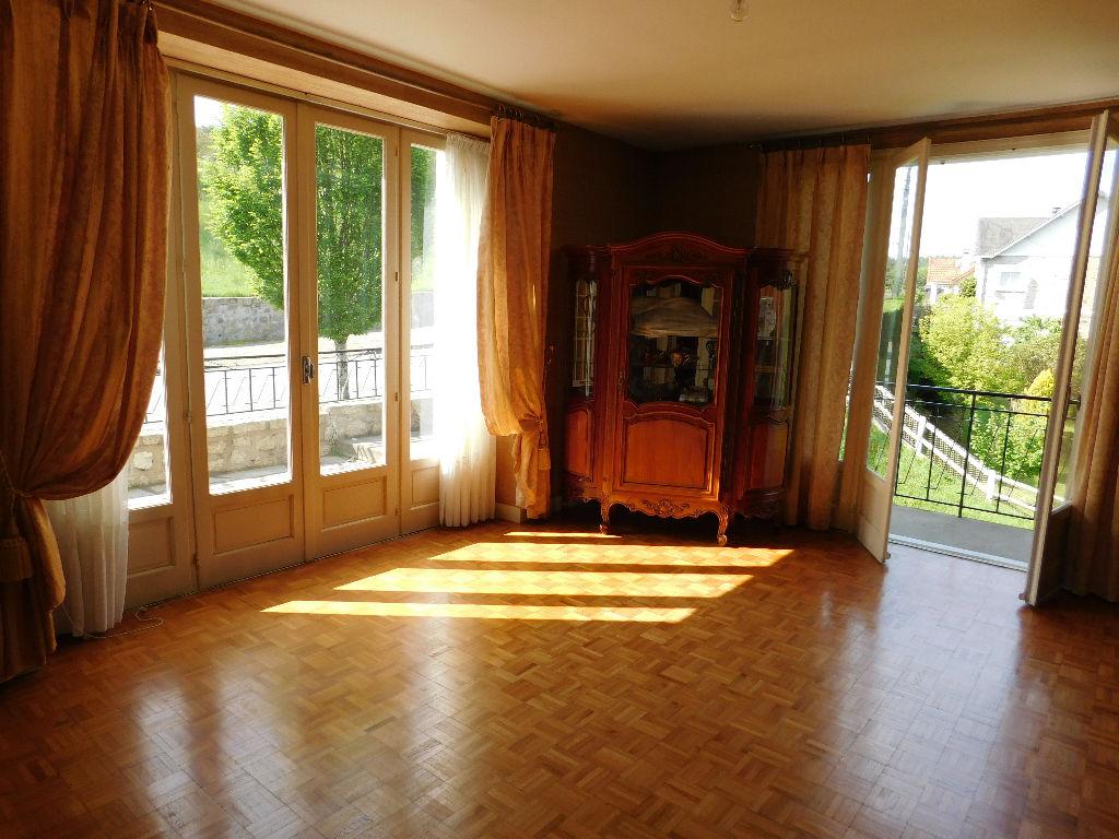 Correze treignac maison spacieuse avec 3 chambres for Chambre a coucher 8m2