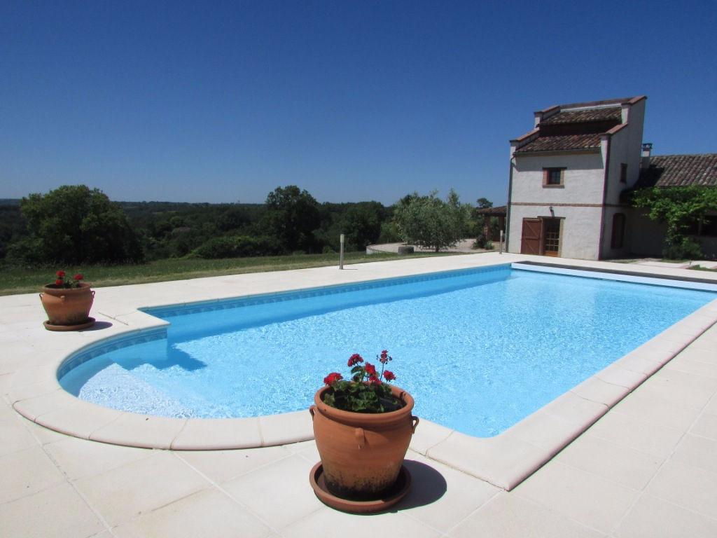 quercy entre lauzerte et moissac maison avec 4 chambres piscine et vue magnifique lauzerte. Black Bedroom Furniture Sets. Home Design Ideas