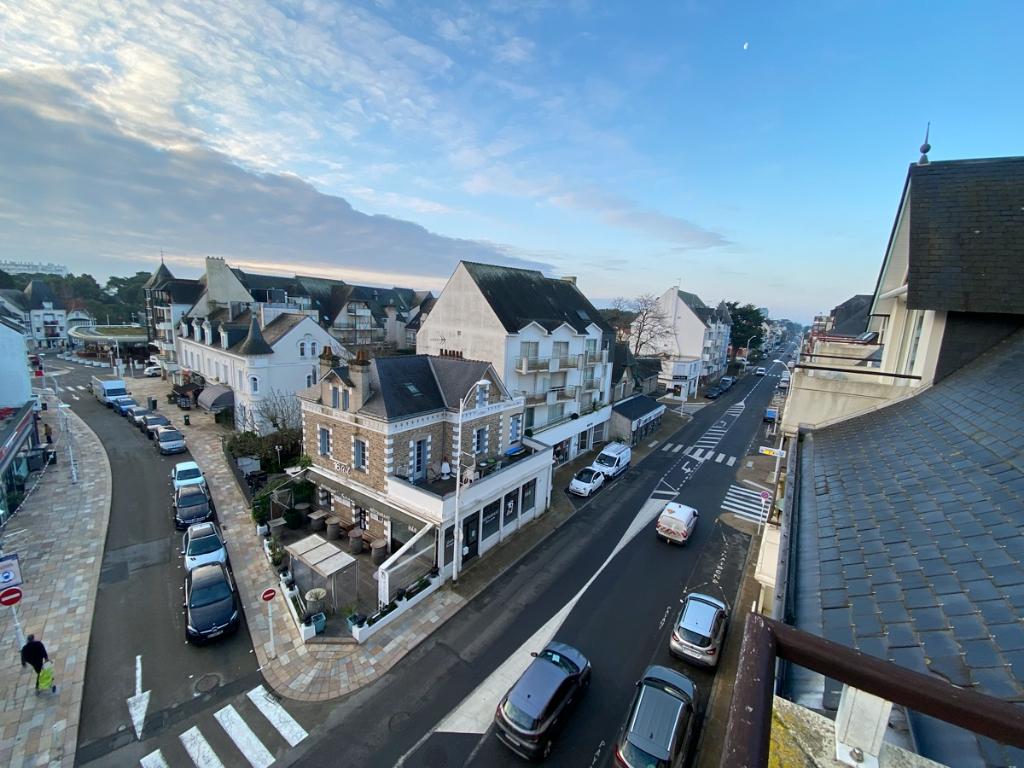 A vendre 4 pièces en duplex au coeur du centre ville, au pied du marché et de l'avenue de Gaulle