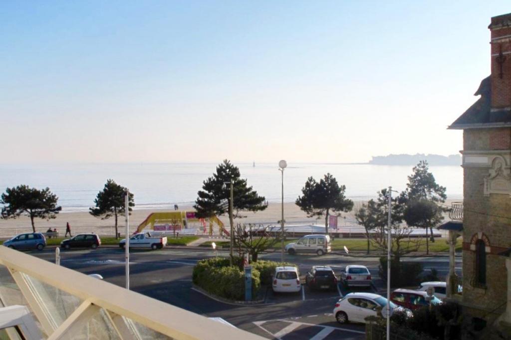 A vendre Studio en vue mer latérale côté Ouest - Quartier Casino et Grands Hôtels