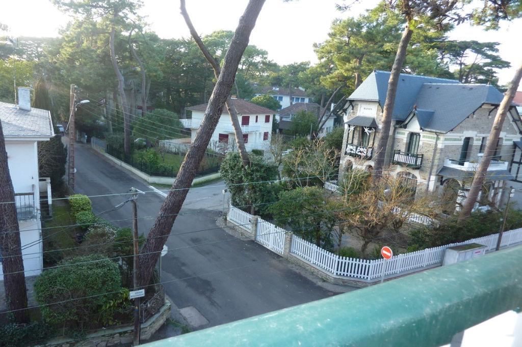 À vendre grande villa à 50 m de la mer, entre le marché et le Casino