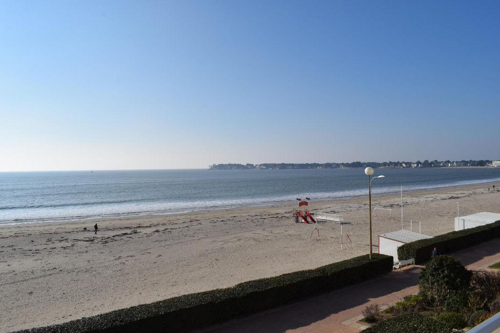 <br /> EXCLUSIVITÉ - À vendre à La Baule Type 2 Face mer avec accès direct plage Benoît<br />