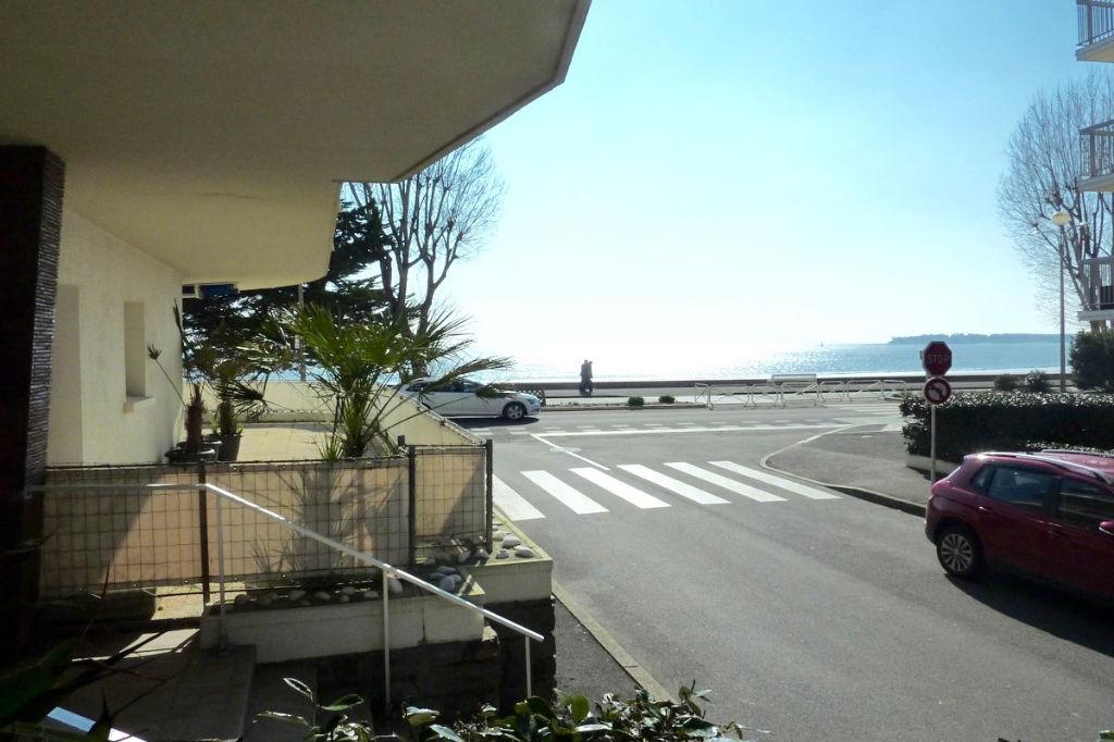 <br /> À vendre 3 pièces vue sur mer proche quartier des Grands Hôtels, marché et centre ville<br />