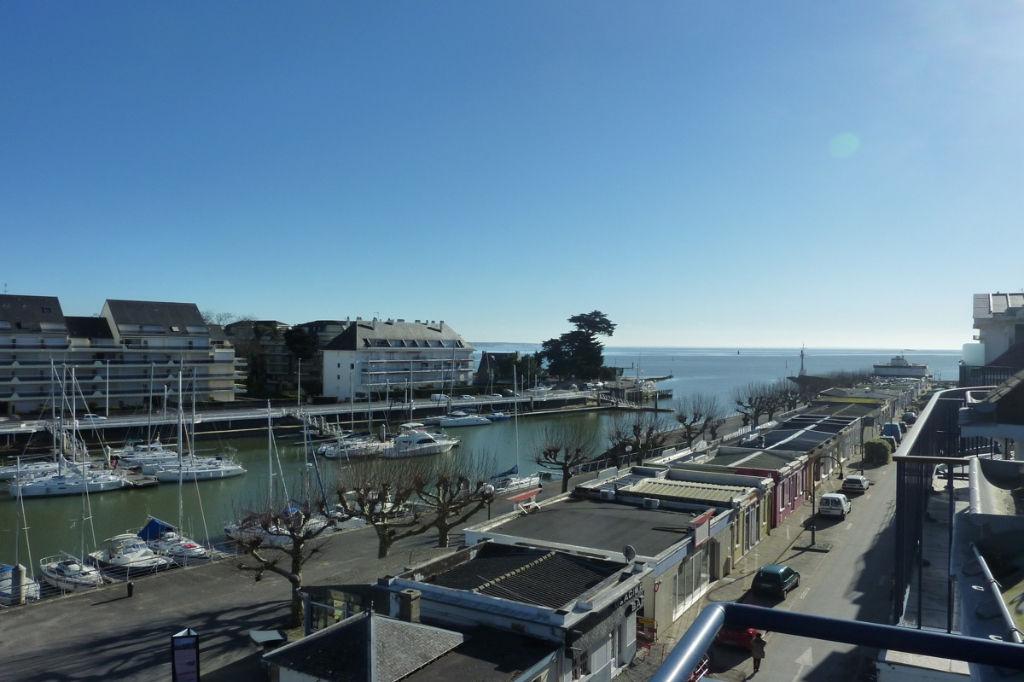 <br /> À vendre 3 pièces face port et vue sur mer, à 150m de la plage<br />