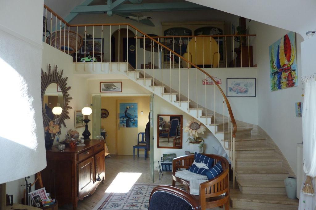 <br /> à vendre, maison contemporaine à 100m de la côté sauvage, à la limite du Pouliguen & de Batz sur mer, calme & résidentiel<br />