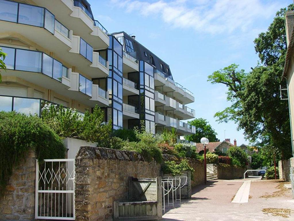 <br /> À vendre 2 pièces avec aperçu latéral mer & accès direct plage Benoit, calme & résidentiel, proche port du Pouliguen<br />