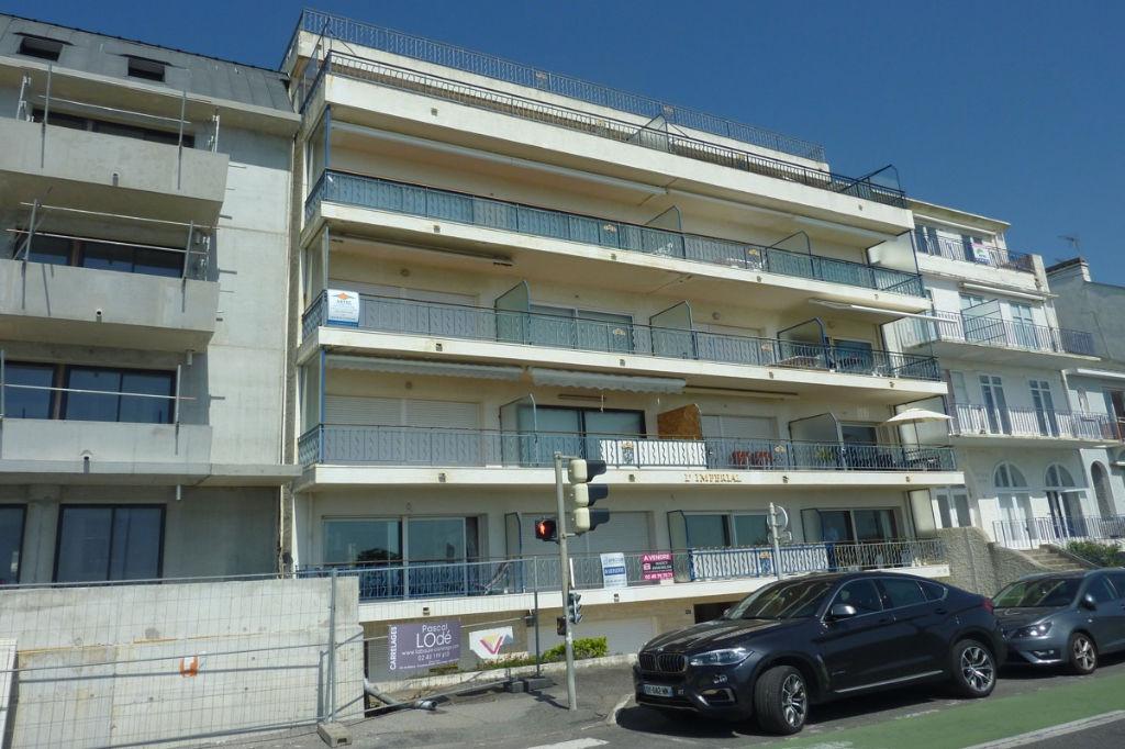 <br /> à vendre, 3 pièces Face mer au dernier étage, sur La Baule les pins, à 500m de l'Avenue Lajarrige, résidentiel<br />