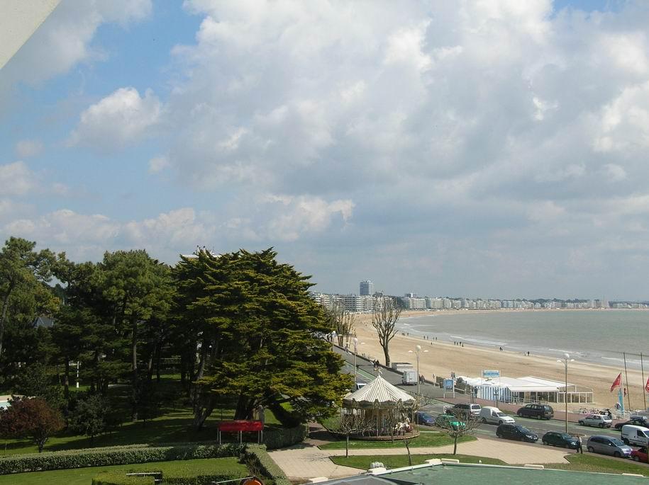 à vendre, 2 pièces Face mer, Quartier du Casino & des Grands Hôtels, proche centre ville & plage Benoit, calme