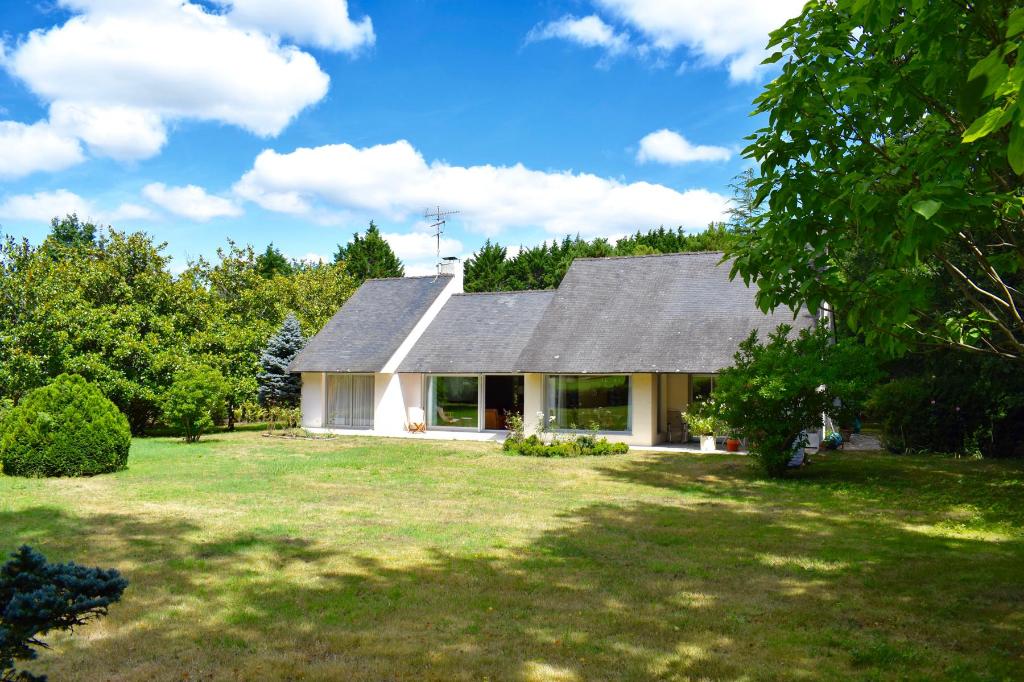 À vendre belle maison contemporaine au Domaine de Saint Denac au calme