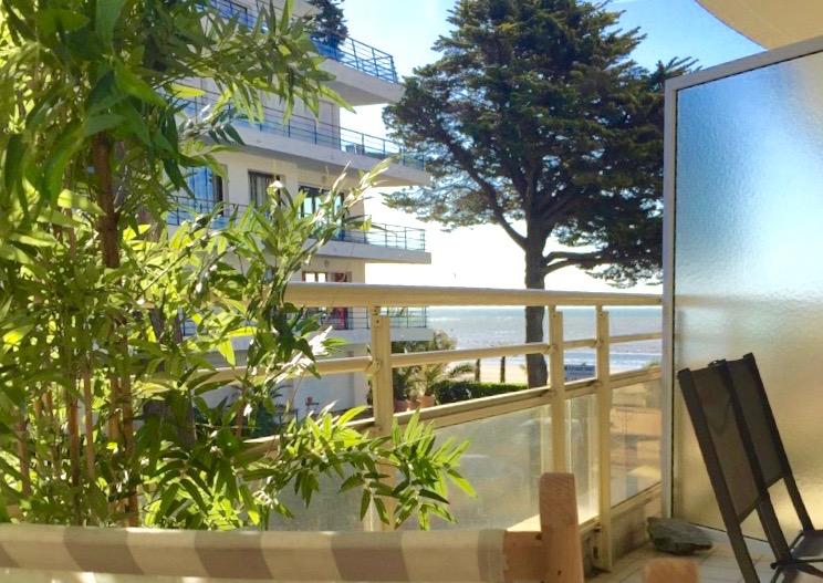 à vendre, 1 pièces cabine, vue sur mer, accès direct plage, au milieu de la plage Benoit, proche du jardin public