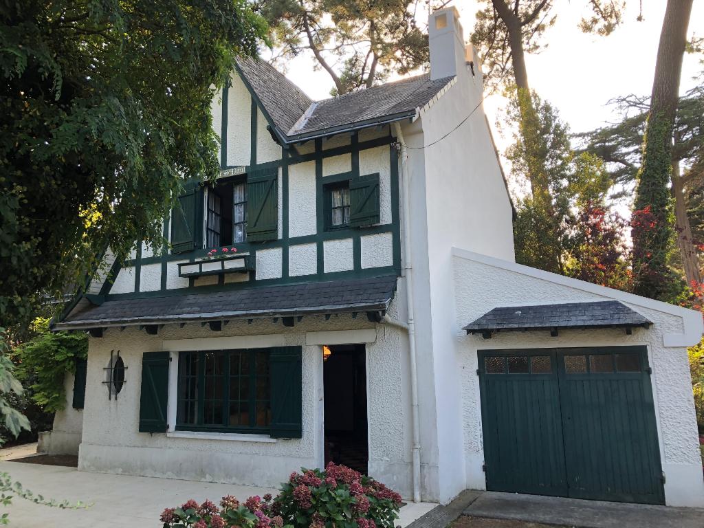 À vendre villa au coeur du quartier des Oiseaux, proche marché et avenue De Gaulle, à 100m de la plage au calme