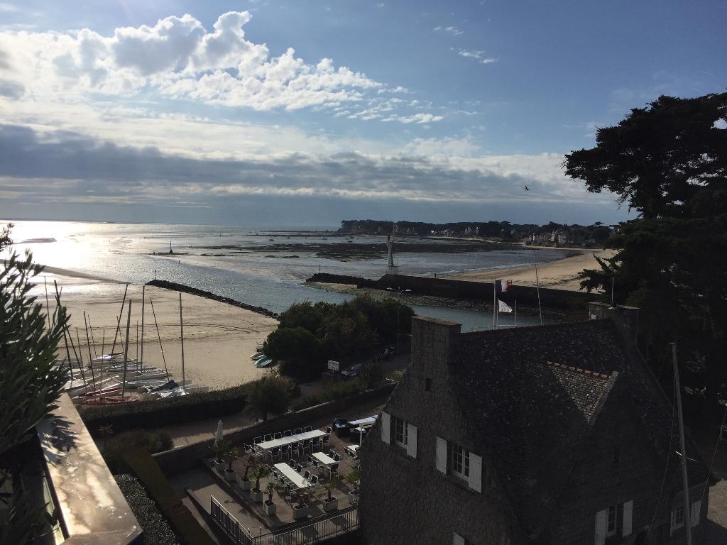 À vendre 3 pièces face mer en retrait et vue sur port, accès direct plage Benoit