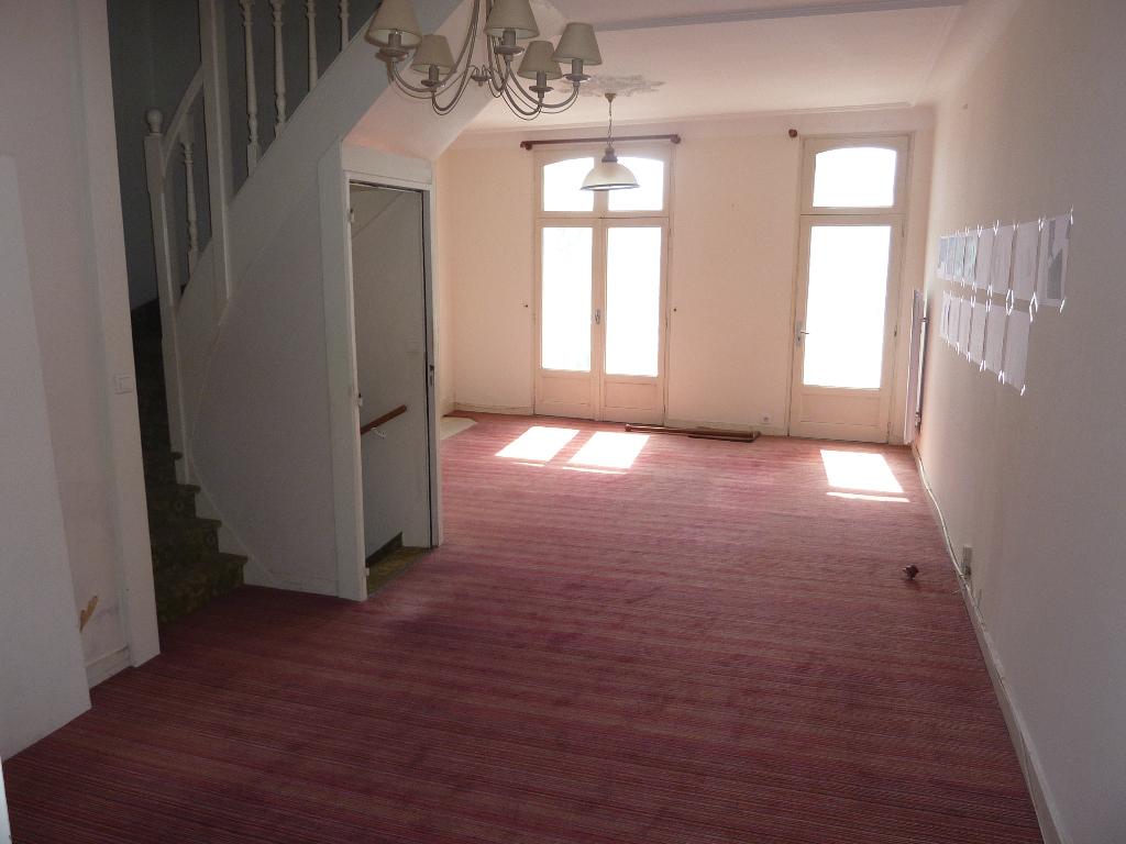 à vendre, maison de ville, Face au port, au début du quartier Benoit, à 100m du centre ville du Pouliguen, résidentiel, proche plage