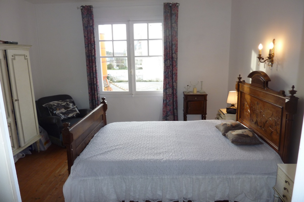À vendre maison de ville, proche poste, marché, gare et avenue De Gaulle, résidentiel