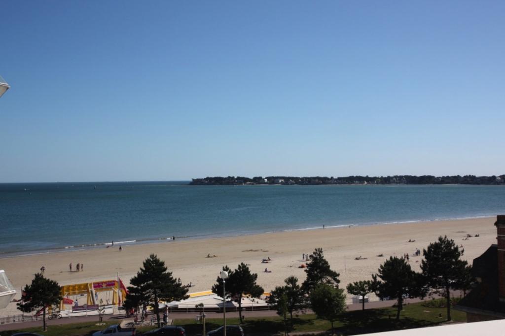 À vendre 3 pièces vue mer côté Ouest quartier Casino et Grands Hôtels
