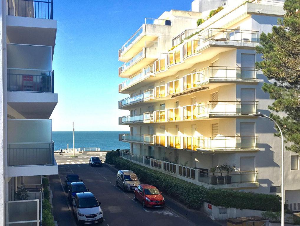 À vendre 2 pièces, proche allée Cavalière et Piscine, à 20m de la plage, calme