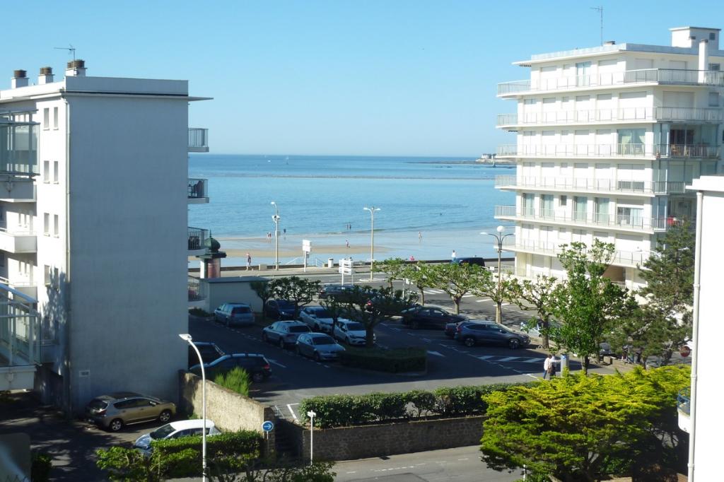 À vendre Type 1 face mer en retrait à 50m de la plage, proche marché et de Gaulle