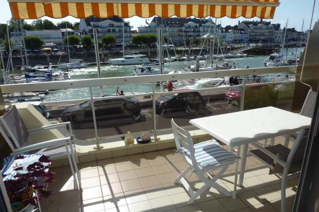 à vendre, 1 pièce,  vue sur port, à 50m de la plage, à côté du centre ville du Pouliguen, calme & résidentiel