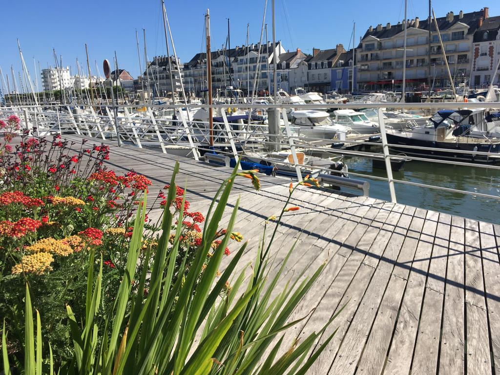 A vendre à La Baule Studio vue sur port à 50 m de la plage Benoit